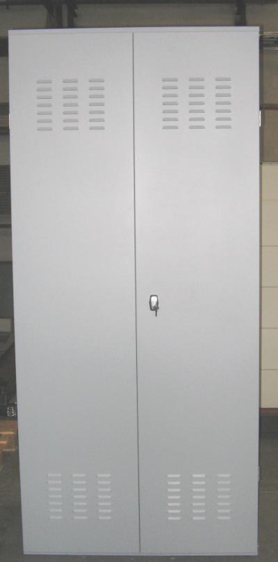 Armadio in lamiera verniciata antiossido ral 7001 per il for Stima del costo dell armadio